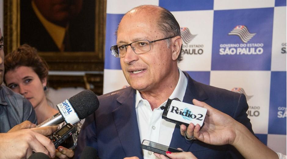Geraldo Alckmin concede entrevista coletiva após assinar documento convocando startups a participarem do Pitch Gov SP (Foto: Divulgação/Tamires Santos)