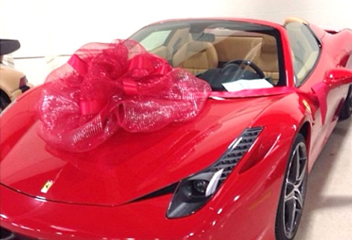 Floyd Mayweather carro Ferrari de presente (Foto: Reprodução / Instagran)