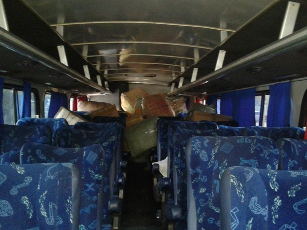 Mercadorias ilegais apreendidas em ônibus no DF (Foto: Jéssica Simabuku/G1)