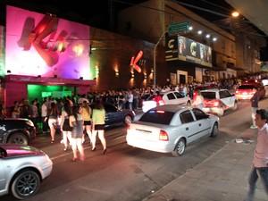 Foto mostra fila gigantesca na entrada da boate Kiss, em Santa Maria (Foto: Arquivo Pessoal)
