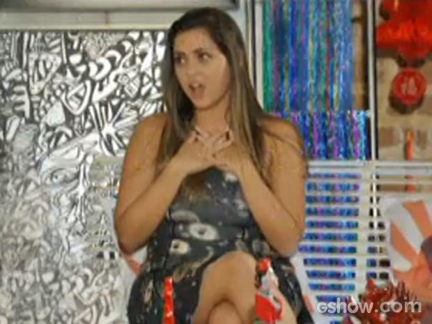 Bárbara fica chocada com proposta (Foto: Em Família/ TV Globo)