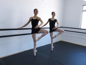 Meninas vão lutar por vagas em academias de dança (Foto: Anna Gabriela Ribeiro/G1)