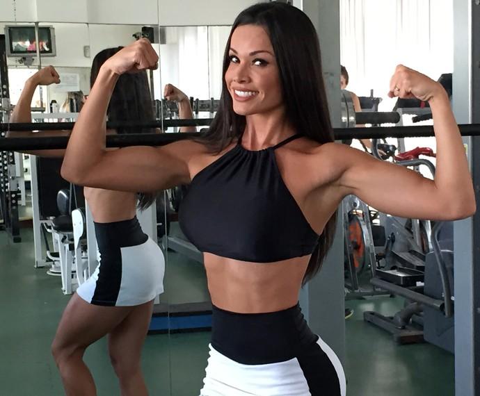 Fernanda D'avila quer se recuperar da comilança (Foto: Guilherme Toscano / Gshow)