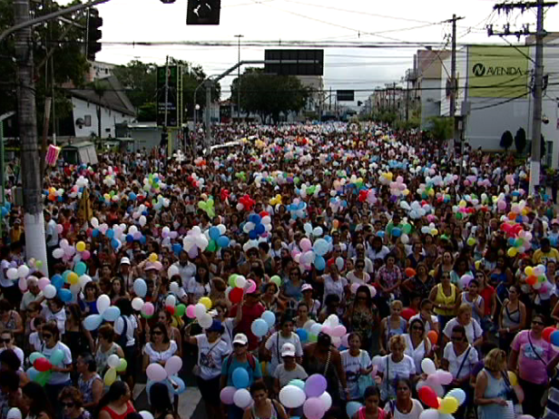 Romaria das Mulheres atrai multidão em Vila Velha. (Foto: Fabrício Christi/ TV Gazeta)