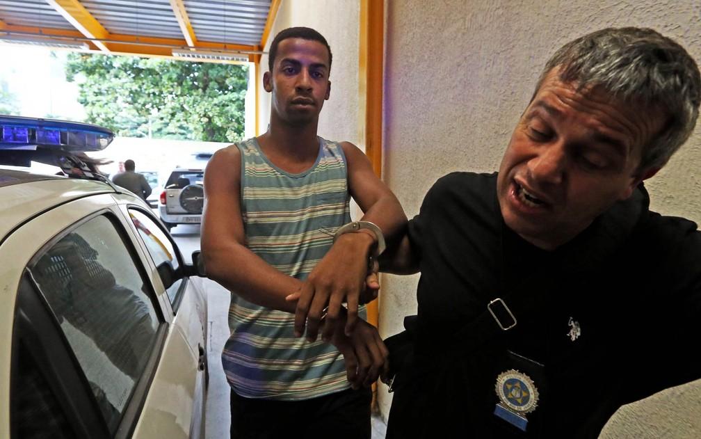Raí de Souza, de 22 anos, suspeito de participar do estupro coletivo de uma adolescente na Zona Oeste no Rio, teve celular como fator decisivo para solucionar crime (Foto: Wilton Junior/Estadão Conteúdo)