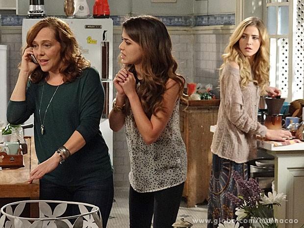 Vera liga a para os pais de Flaviana (Foto: Malhação / TV Globo)