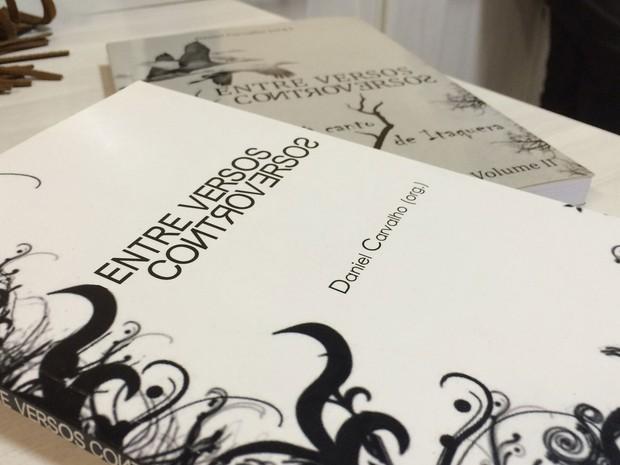 Estudantes foram responsáveis pelas poesias de dois livros orientados por Daniel (Foto: Eduardo Pereira/G1)