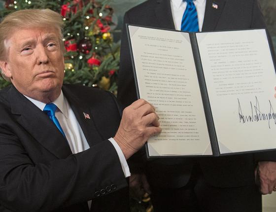 Trump no anùncio de Jerusalém como capital de Israel.O fim de uma política de 70 anos (Foto:  SAUL LOEB/AFP)