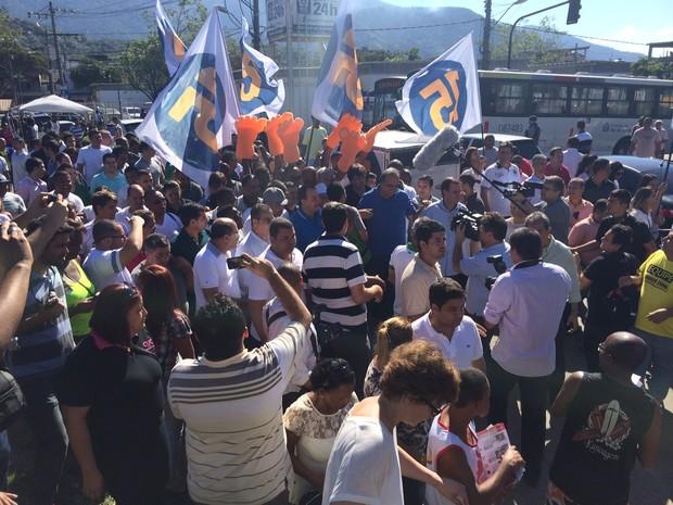 Pezão faz primeiro ato de campanha na Vila Kennedy (Foto: Janaína Carvalho/G1)