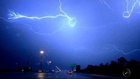 Especialistas alertam sobre cuidados com raios na região noroeste paulista