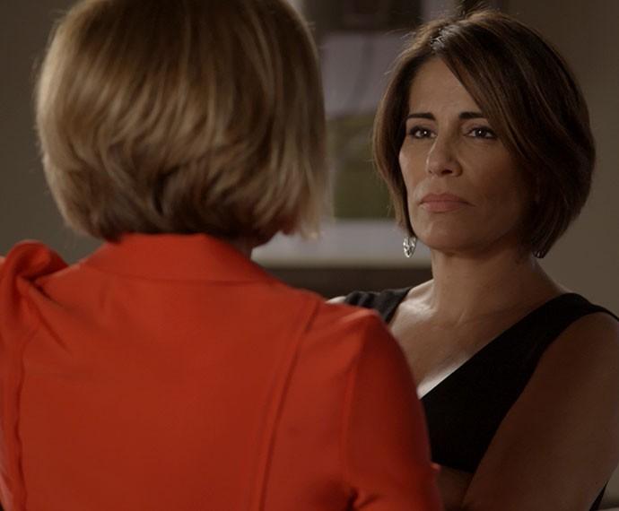 Inês e Beatriz discutem e trocam ofensas (Foto: TV Globo)