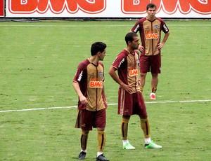 Josué Leandro Donizete Pierre treino Atlético-MG (Foto: Fernando Martins)