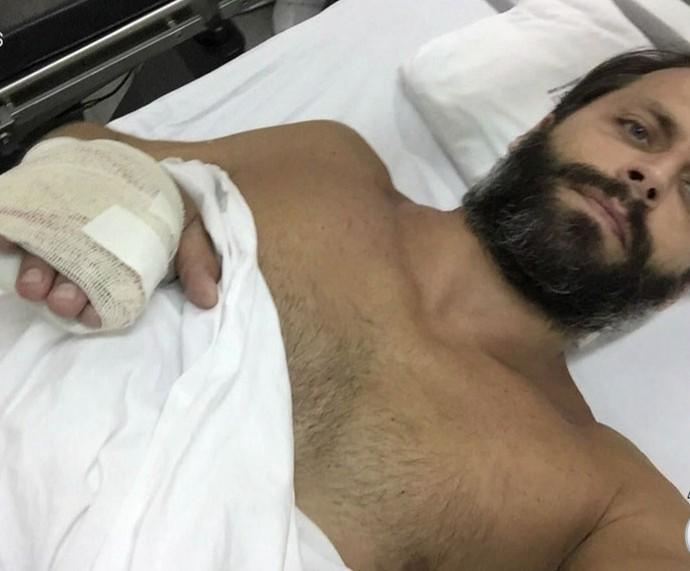 Henri se recuperando no hospital após acidente com a raia (Foto: TV Globo)