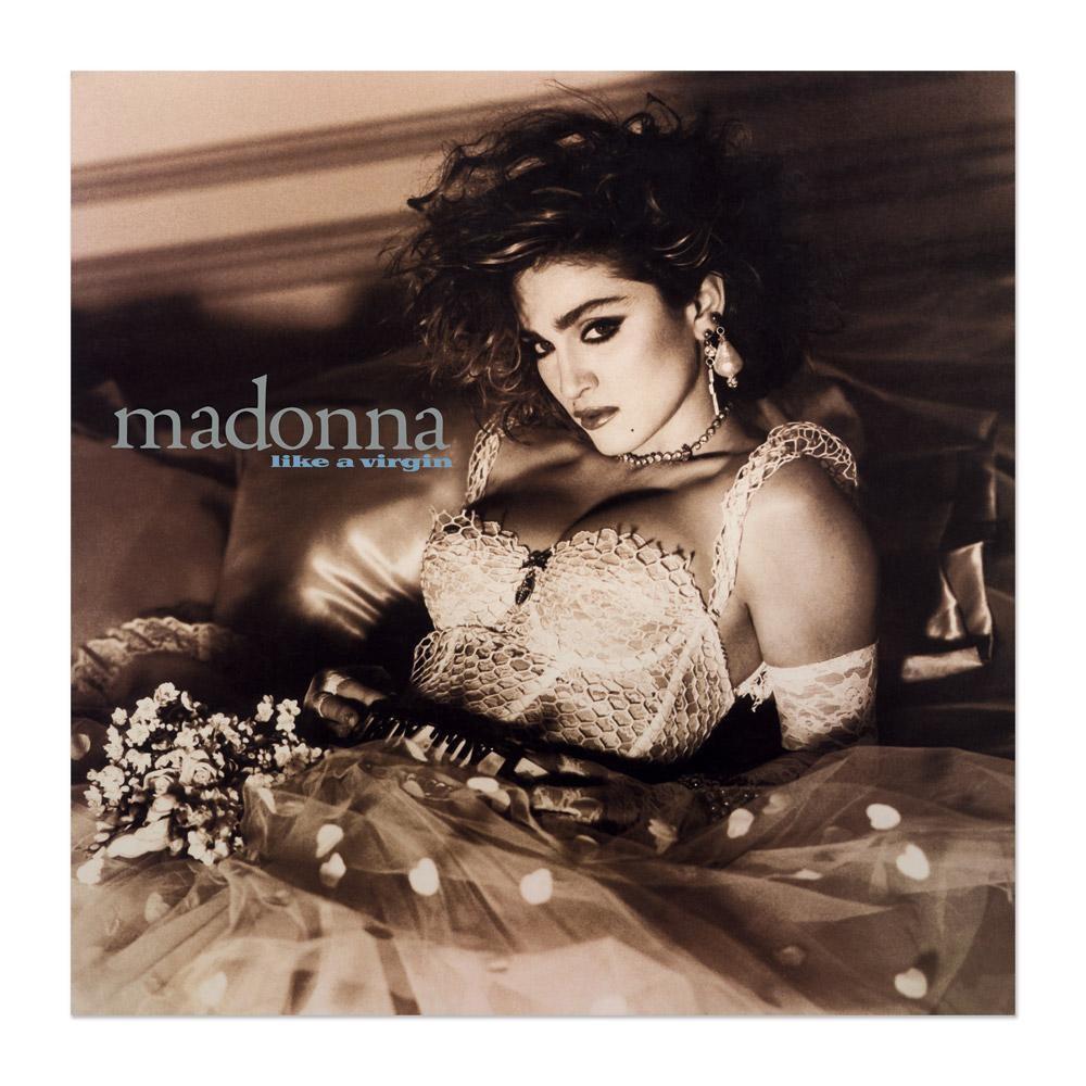 Internautas repararam na semelhana entre as roupas de Anitta e Madonna, na capa de 'Like a Virgin' (Foto: Divulgao)
