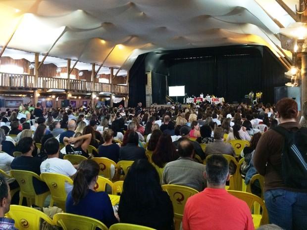 Professores foram para a assembleia em caravanas (Foto: João Salgado/RBS TV)