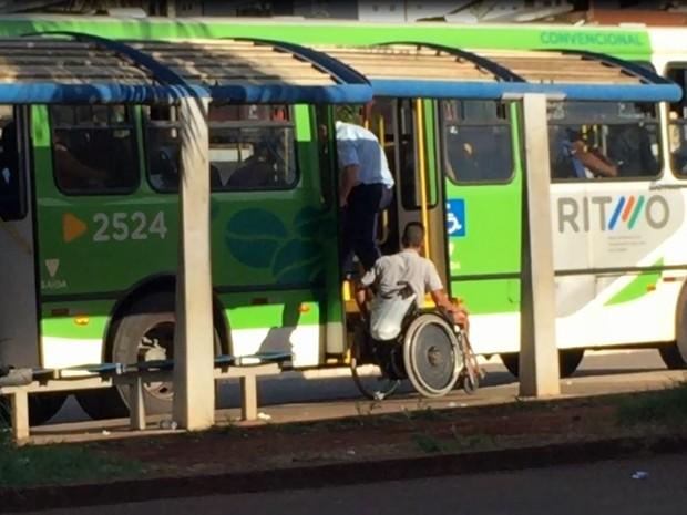 a6602b6d512 Cadeirante não embarcou por falha em elevador de ônibus em Ribeirão Preto  (Foto  Reprodução