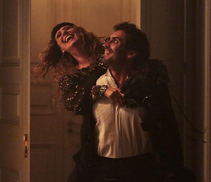 Nikolas Antunes em cena com Patricia Pillar em Ligações Perigosas (Foto: Felipe Monteiro/Gshow)