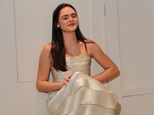 Cida fica desolada ao ver seu ex-príncipe (Foto: Cheias de Charme/ TV Globo)