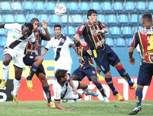 Tenório jogo Vasco jogo Madureira (Foto: Alexandre Cassiano / Ag. O Globo)