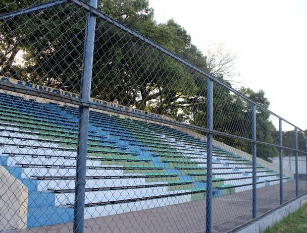 Estádio Lindolfo Monteiro  (Foto: Josiel Martins )