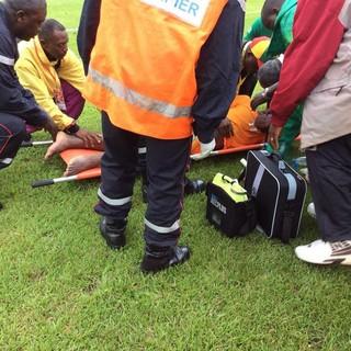 Aurier, da Costa do Marfim, sofre convulsão (Foto: Reprodução)