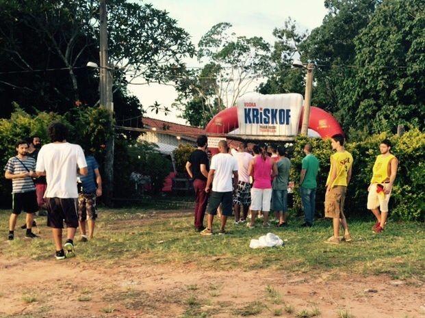 Festa fazia competições que incentivam ingestão de bebidas (Foto: Thaís Andreoli / TV TEM)