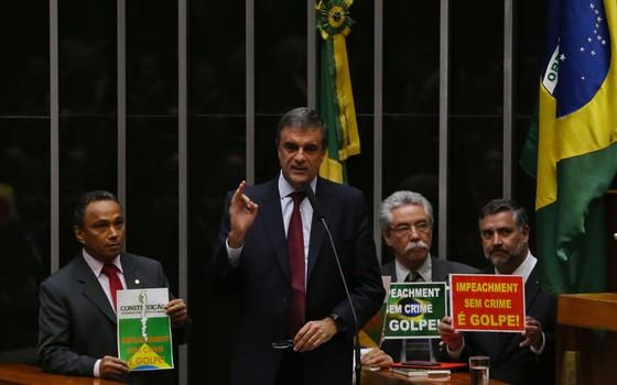 O advogado-geral da União, José Eduardo Cardozo, defende Dilma no processo de impeachment (Foto: Aílton de Freitas/ Agência Oglobo)