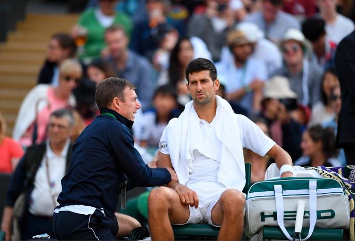 Novak Djokovic abandona jogo wimbledon quartas de final (Foto: Reprodução/Twitter)