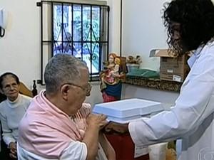 Dia D de Vacinação contra gripe é neste sábado (20). (Foto: Reprodução TV Globo)