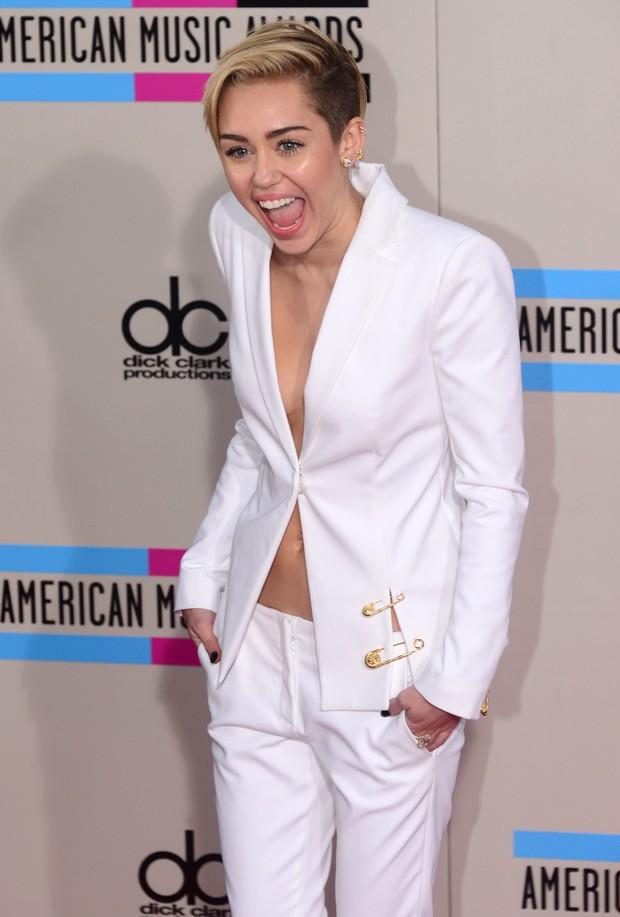 Miley Cyrus no American Music Awards em Los Angeles, nos Estados Unidos (Foto: Frederic J. Brown/ AFP)