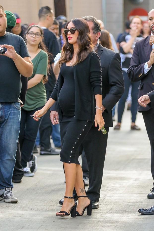 Megan Fox, grávida, em Los Angeles, nos Estados Unidos (Foto: AKM-GSI/ Agência)