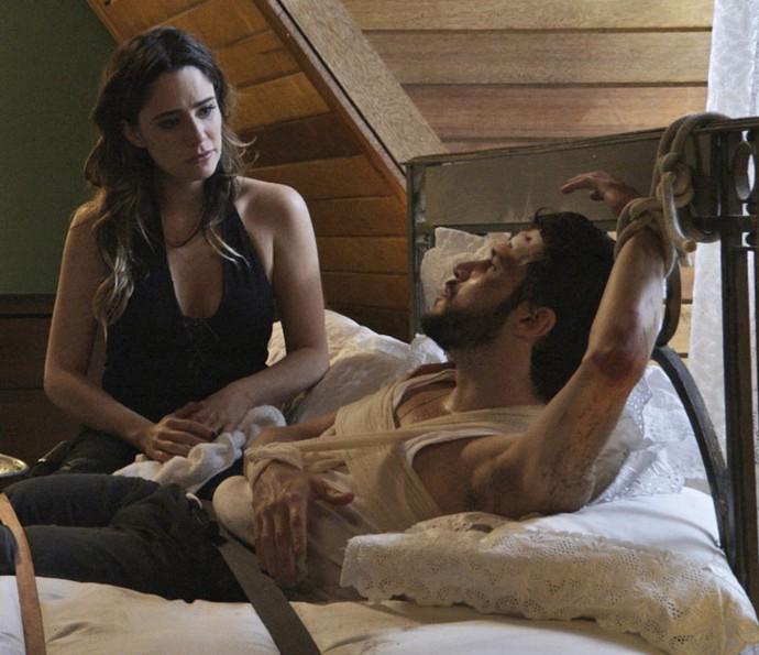 Giovanni fica cada vez mais assustado com as atitudes de Bruna (Foto: TV Globo)