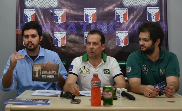 Sócio-torcedor Guaratinguetá Júnior, presidente Pedro Panzelli, Leonardo (Foto: Filipe Rodrigues)