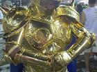 Folião investe R$ 350 e vai vestido de personagem do Cavaleiro do Zodíaco