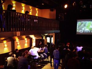 Partida foi transmitida pelo Twitch, que exibe partidas de games on-line (Foto: Caio Kenji/G1)