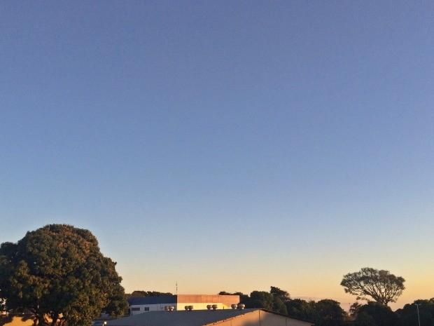 Céu de Campo Grande na tarde desta sexta-feira (5) (Foto: Maria Caroline Palieraqui/G1 MS)