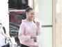 Rihanna deixa glamour de lado e usa moletom