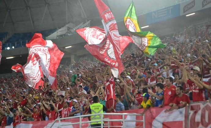 Torcida do América-RN comemora vitória na Arena das Dunas (Foto: Jocaff Souza/GloboEsporte.com)