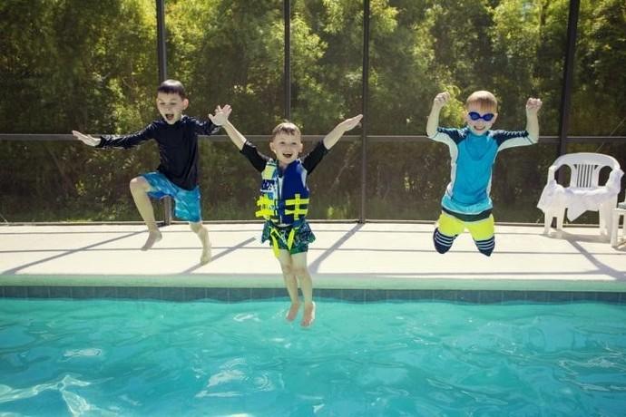 Motorola Mergulho na piscina (Foto: Divulgação)