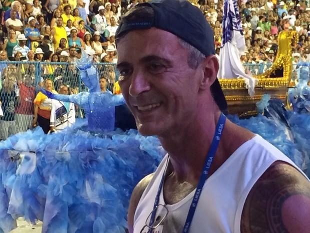 Paulo Barros no início do desfile da Portela (Foto: G1)