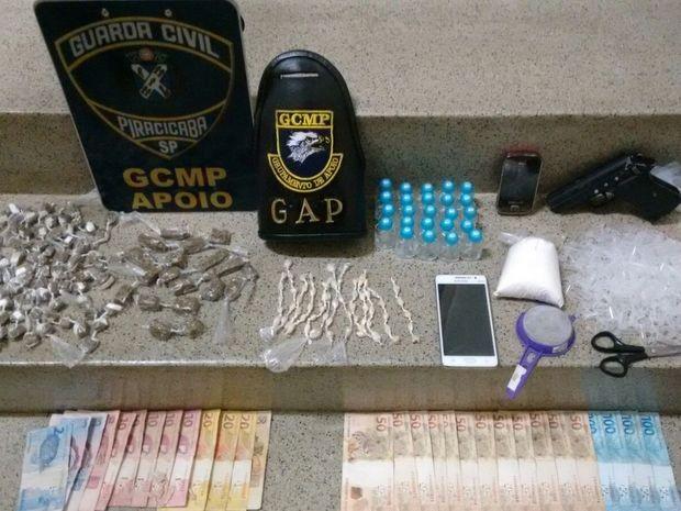 Drogas e dinheiro apreendidos pela Guarda em Piracicaba (Foto: Divulgação/Guarda Municipal)