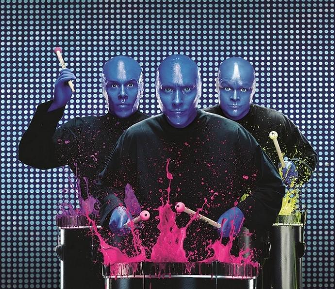 Assistir ao show do Blue Man Group vai levar você a uma experiência cheia de dança, música e teatro (Foto: Divulgação)