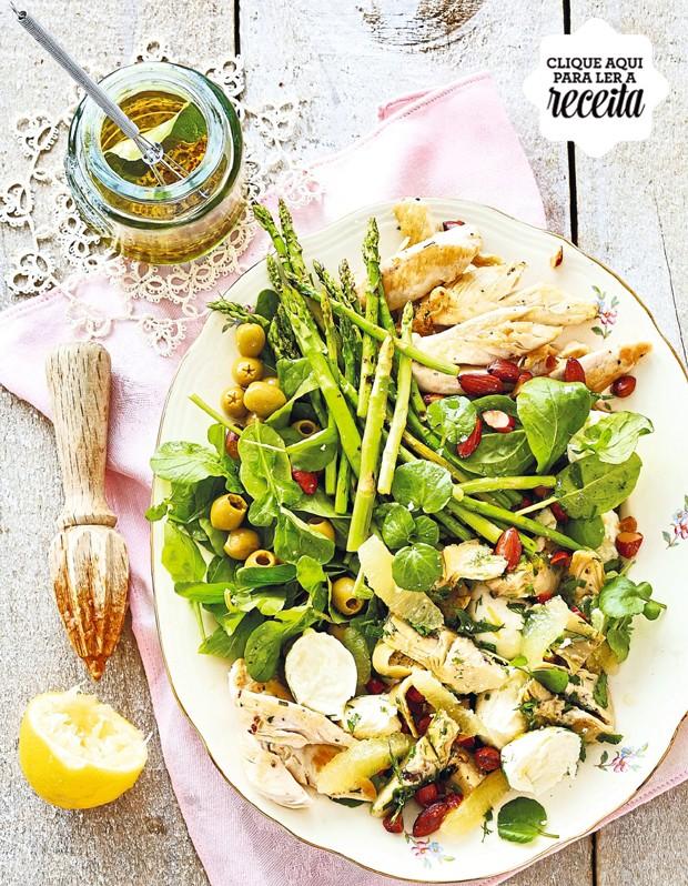 Servida com tiras de frango e aspargos grelhados, a salada de alcachofra, limão-siciliano e azeitonas é um prato completo  (Foto: StockFood /Great Stock!)