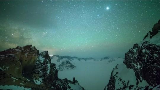 Astrônomos registram chuva de meteoros na China