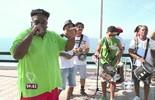 Serjão Loroza canta 'Do Leme ao Pontal' na ciclovia Tim Maia