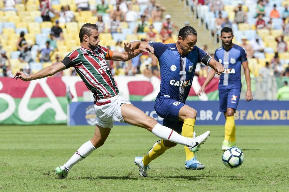Henrique e Ricardo Oliveira, em disputa de bola no jogo Fluminense x Santos (Foto: Celso Pupo/Agência Estado)