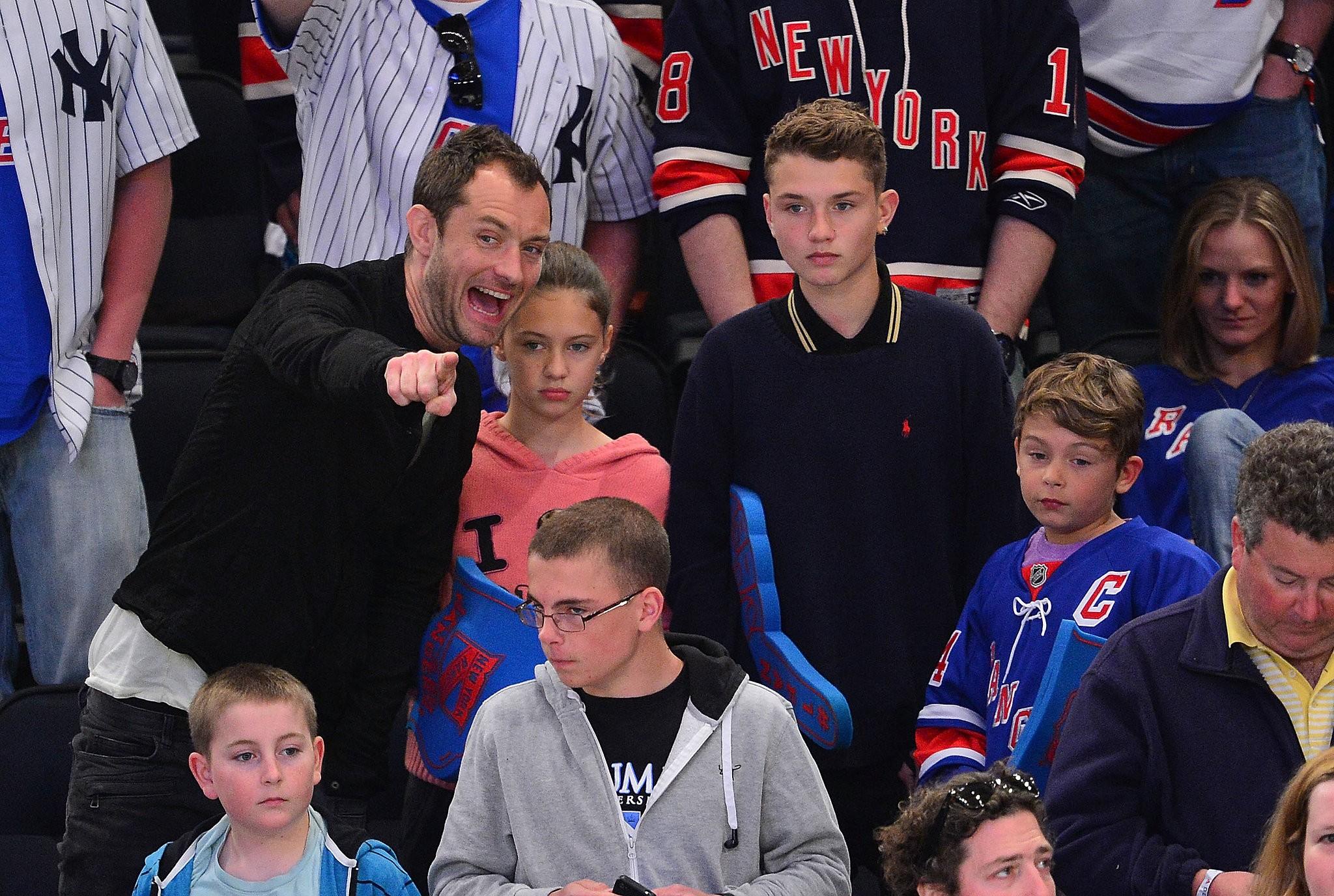 O galã britânico Jude Law tem quatro filhos, dois meninos e duas meninas. (Foto: Divulgação)