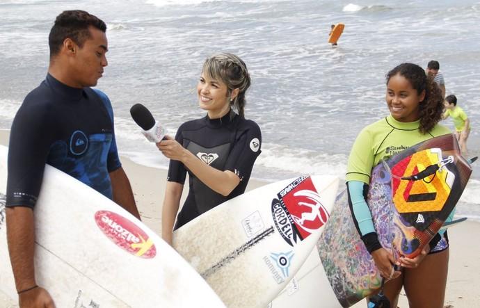 Kelly Maria e Wiggolly Dantas Ubatuba surfe (Foto: Reprodução/ TV Vanguarda)