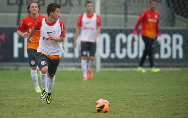 Otávio em treino do Inter no CT da Gávea (Foto: Alexandre Lops / Inter, DVG)