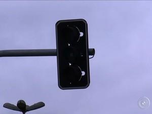 Sorocaba às escuras: Cidade fica quase 12h sem luz e registra prejuízos  (Foto: Reprodução/TV TEM)